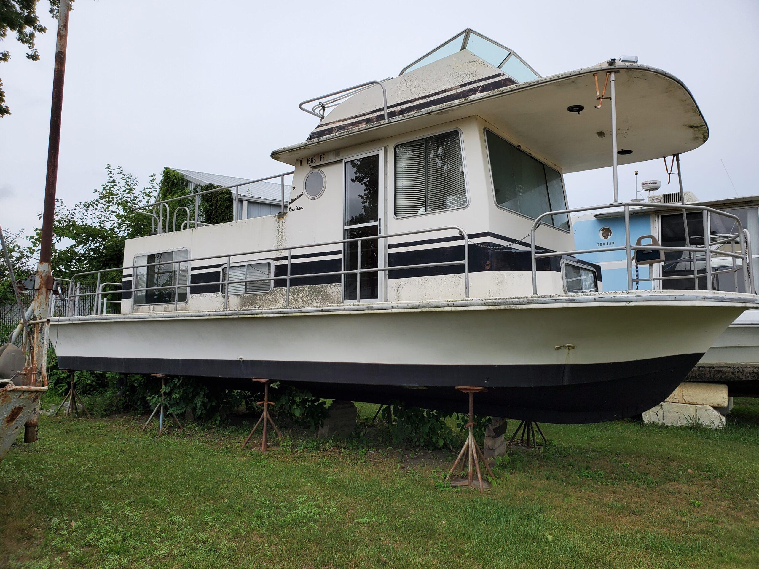 1979 Stardust Cruiser Silver Queen Houseboat